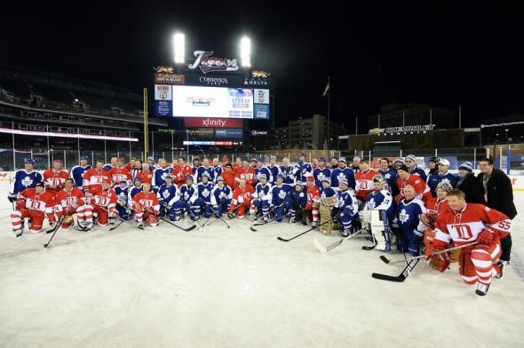 Legendy obou klubů po zápase v rámci 2013 Hockeytown Winter Festivalu v Detroitu