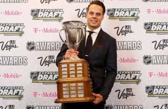 Auston Matthews ovládá NHL. Kterou trofej získá?